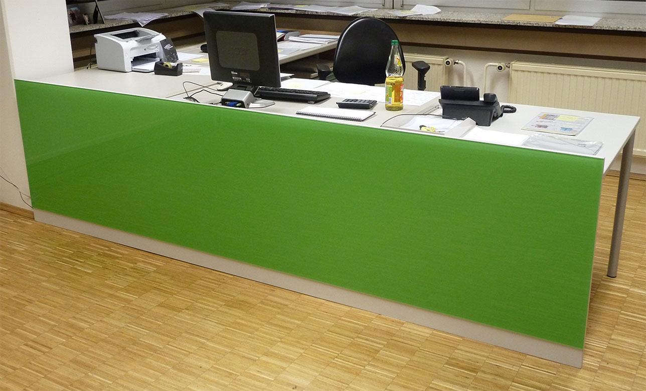 Schreinerei, Schreibtischaufwertung durch Farbglasscheibe, Walter Schnee Anstrich und Bautenschutz